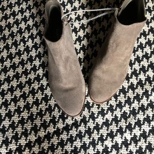 NWT Alex Marie Gray ankle bootie.